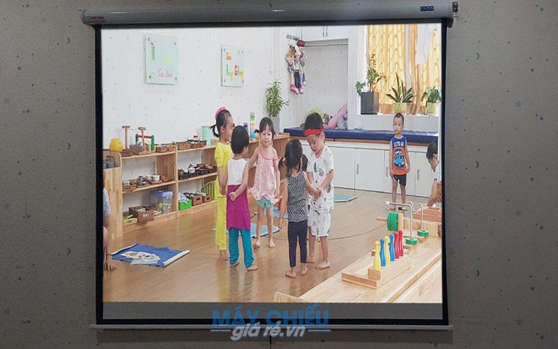 Optoma PW450 chiếu hình ảnh sáng đẹp với màu sắc sinh động