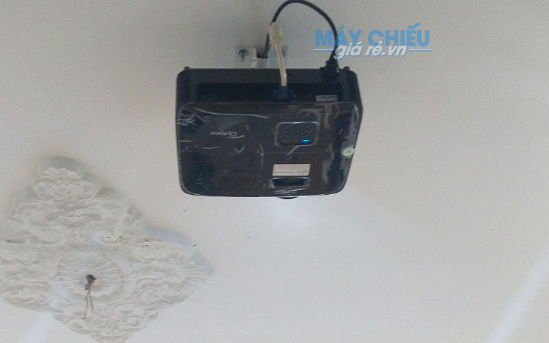 Lắp máy chiếu Optoma PW450 treo trần cố định