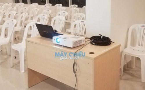 Máy chiếu cho thuê có cổng kết nối máy tính, latop, macbook