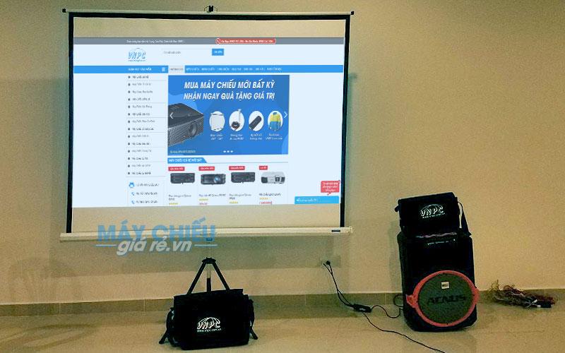 Bộ máy chiếu, màn chiếu và âm thanh hội thảo cung cấp bởi VNPC