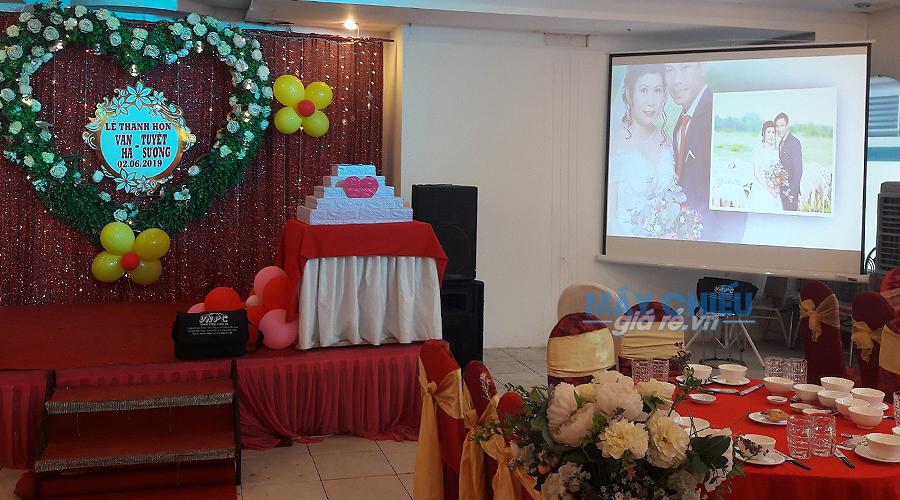 Cho thuê máy chiếu độ sáng cao tổ chức đám cưới chuyên nghiệp