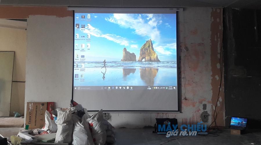Máy chiếu Vivitek BW566 và màn chiếu điện 135 inch cung cấp bởi VNPC