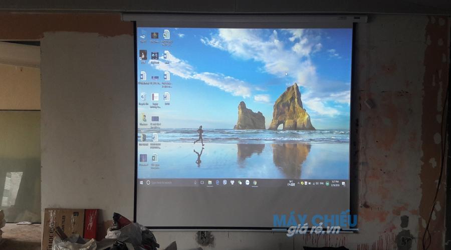 Vivitek BW566 có thể chiếu tốt trên màn chiếu 100 đến 150 inch