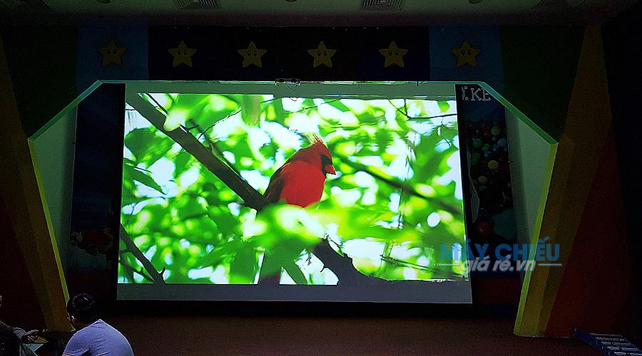 Hình ảnh chiếu tươi sáng và rõ nét của máy chiếu Hitachi CP-X8800W