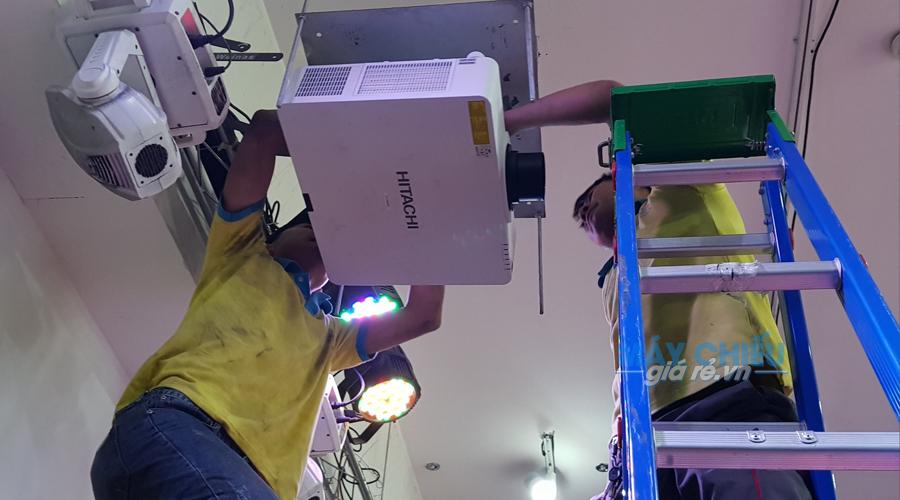 Đội ngũ kỹ thuật lắp đặt máy chiếu VNPC nhanh nhẹn và trách nhiệm