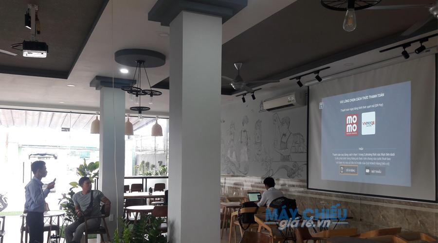Optoma PW450 chuyên dùng cho những không gian quán cafe rộng nhiều ánh sáng
