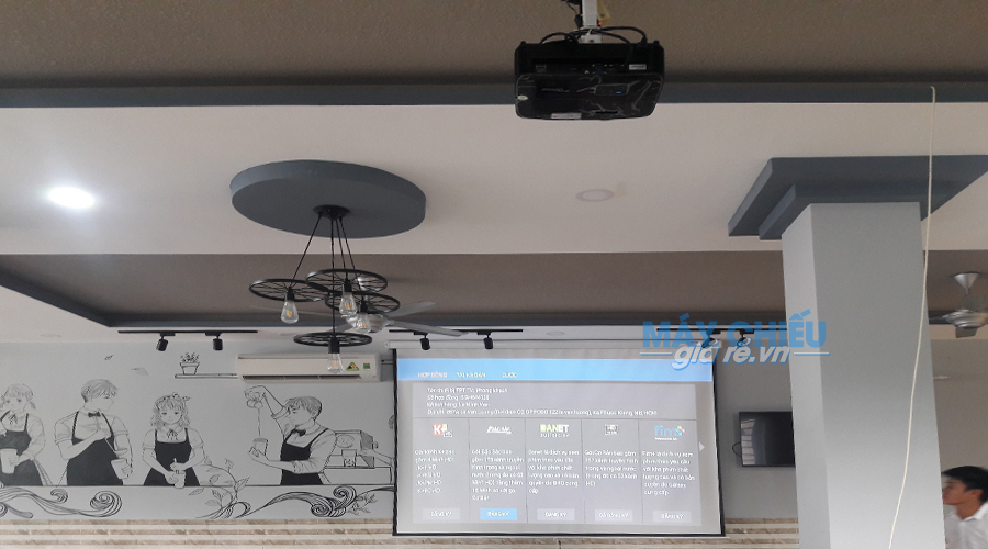Lắp máy chiếu HD Optoma PW450 độ sáng cao cho quán cafe nhiều ánh sáng