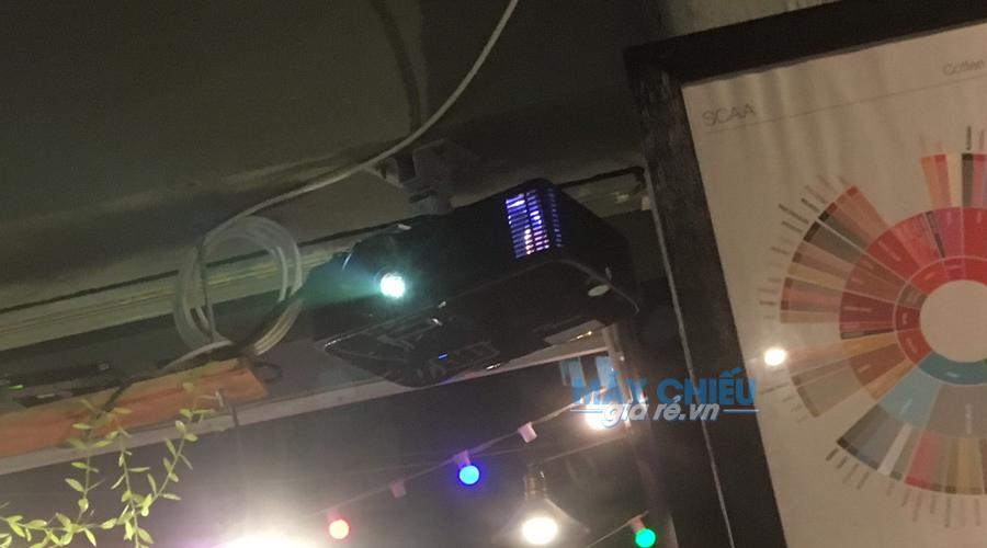 Lắp đặt máy chiếu Optoma SA500 treo trần cố định cho quán cafe