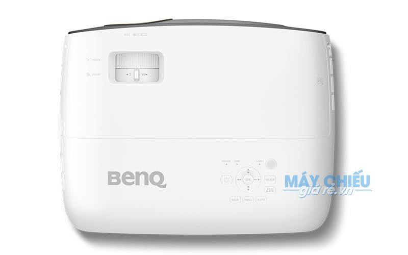 BenQ W3500 chuyên dùng chiếu bóng đá cho quán cafe