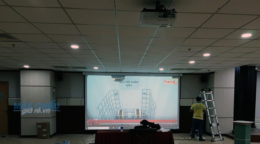 Lắp đặt bộ máy chiếu hội trường lớn phục vụ hội thảo