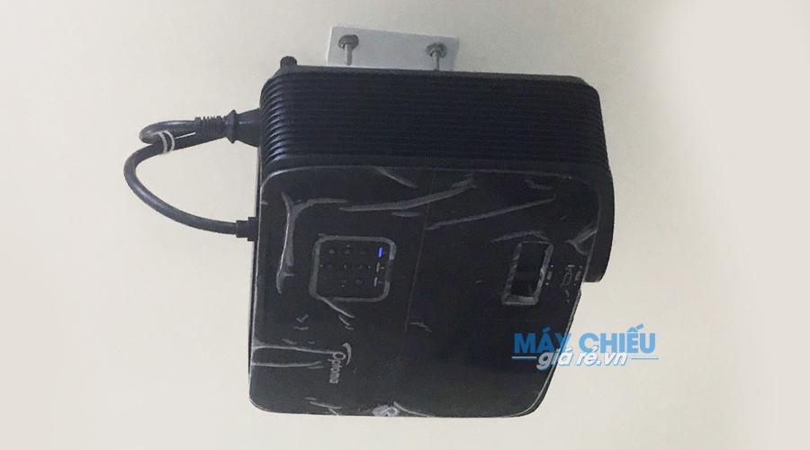 Lắp máy chiếu Optoma PW450 sử dụng khung treo áp trần
