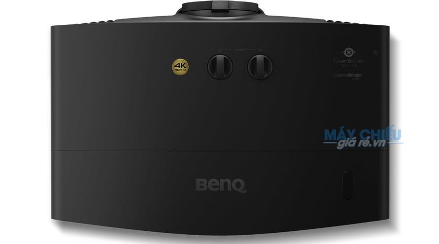 Máy chiếu BenQ W5700 mặt trên của máy
