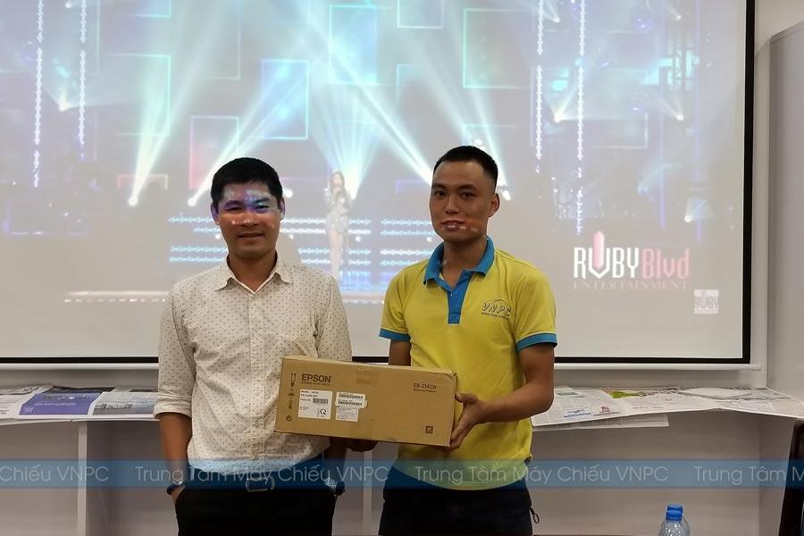 Lắp đặt máy chiếu Epson EB-2142W cho văn phòng