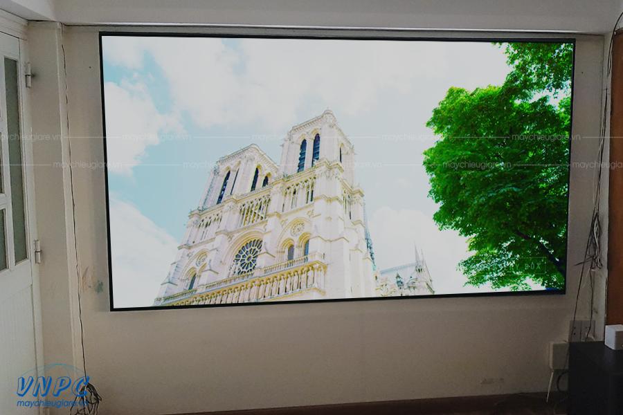 Lắp đặt ViewSonic PX727-4K và Màn chiếu khung