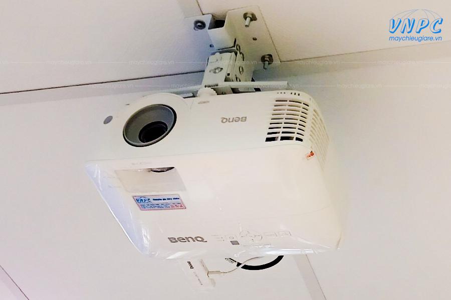 VNPC thi công lắp đặt 3 bộ máy chiếu BenQ MH550