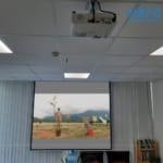 Lắp đặt máy chiếu Epson EB-X41 sử dụng hội họp tại văn phòng công ty